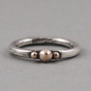 3 gold dots ring
