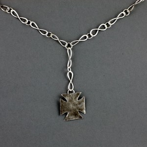 square-cross-on-bow-chain